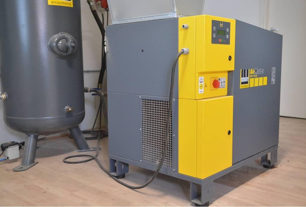Predám skrutkový kompresor Schneider Air Master AMD 7 - 10 E1 s integrovanou sušičkou vzduchu 7 kW, r.v. 2011, 930 l/min, Cena dohodou